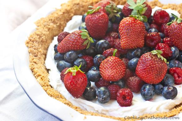 Post image for Yogurt Mixed Berry Pie